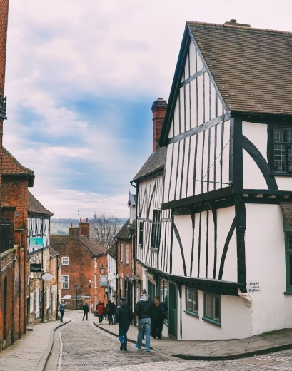 Steep Hill first became used by the residents of Lincoln when the city was called Lindum Colonia and the Roman inhabitants decided to expand the settlement down the hill. Excavations has shown that the hill used to be lined by steps during that time.
