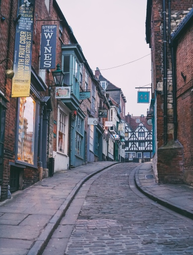 Today, Steep Hill is famous for its independent businesses - vintage boutiques, quaint tea rooms, chocolate & fudge parlours, and more.