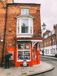Wander the quirky streets of Bailgate, Lincoln, and discover a world of specialist shops including boutiques, crafts, book and gift shops, not to mention tea rooms and restaurants that line the cobbled streets
